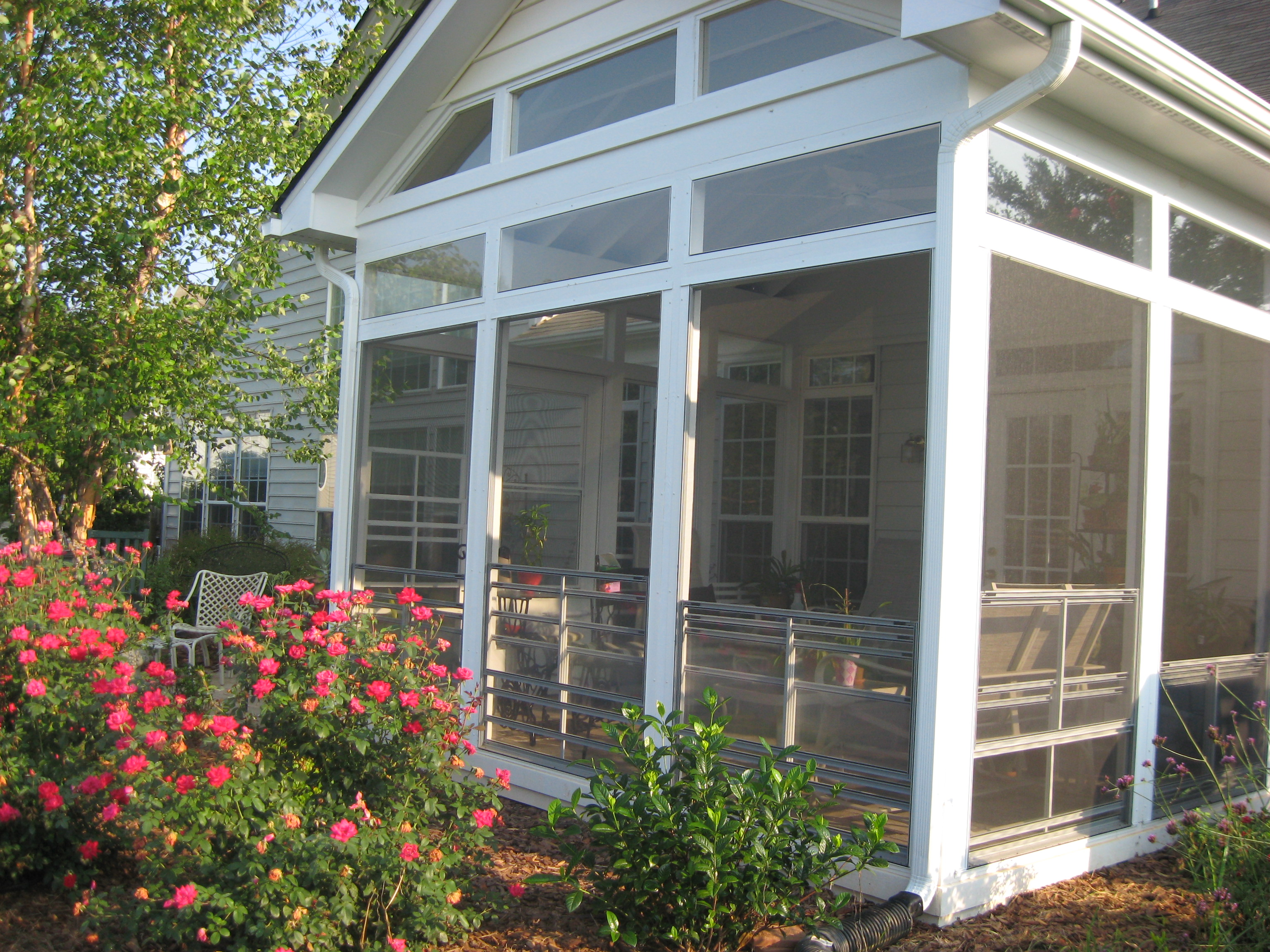 How to choose between a screened in porch 3 season room for Porch rooms