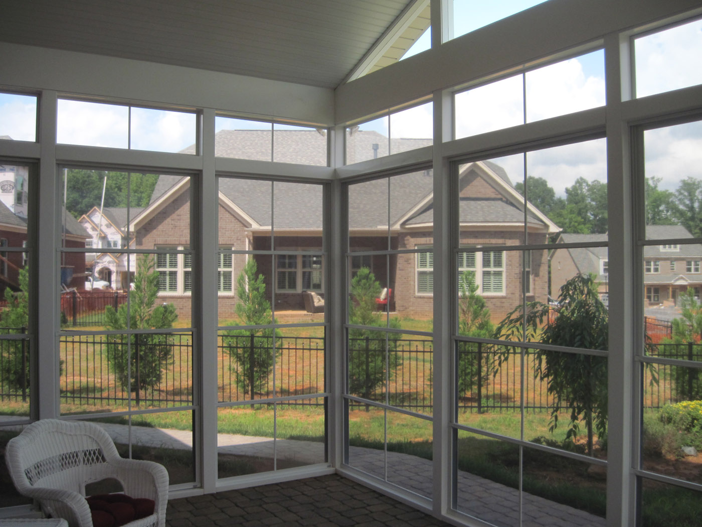 How to choose between a screened in porch 3 season room What is a 3 season room