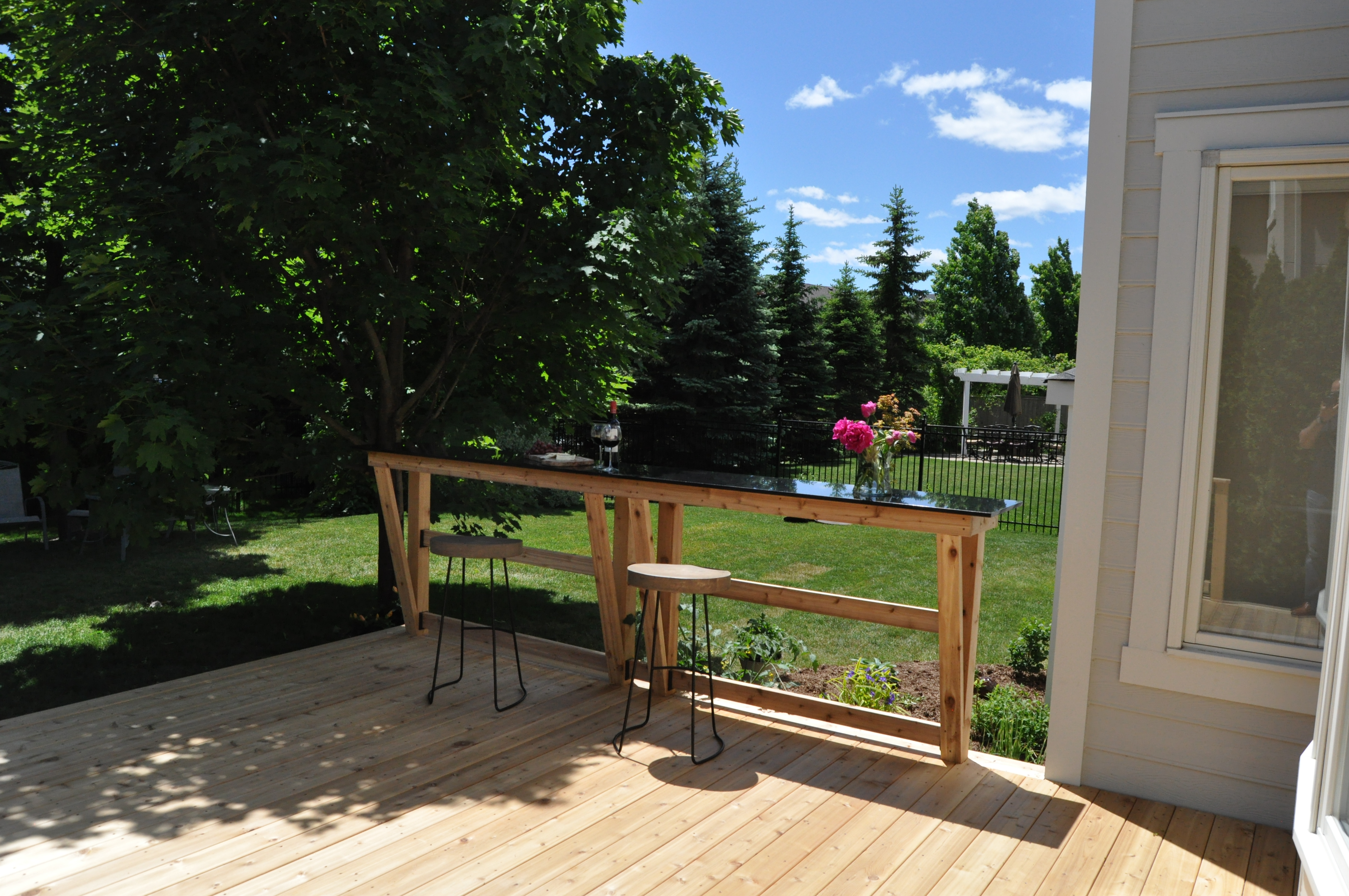 Mississauga Rd Cedar Deck With Granite Top Bar