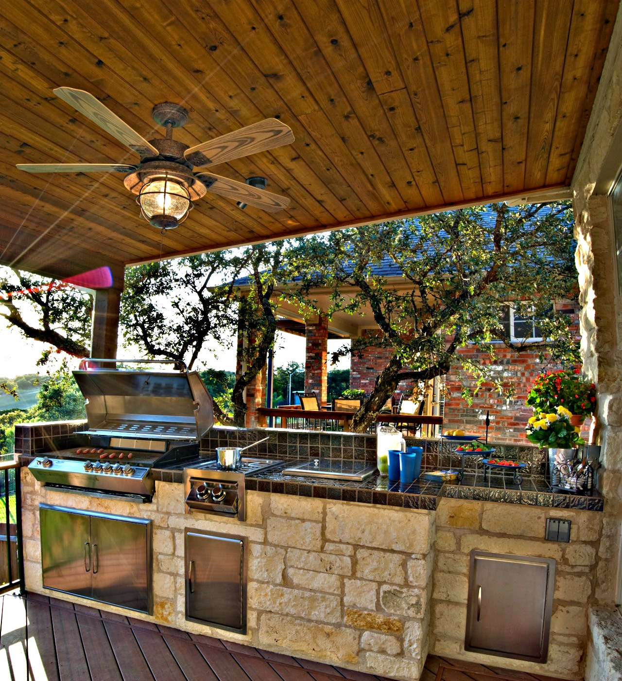 Amazing Outdoor Kitchens That You Might Have While Living: Porches & Outdoor Rooms