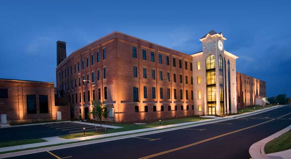 This St. Louis office building is the epitome of good commercial lighting. This St. Louis office building is the epitome of good commercial lighting; true artistry comes from using the proper fixtures, placement and technique.