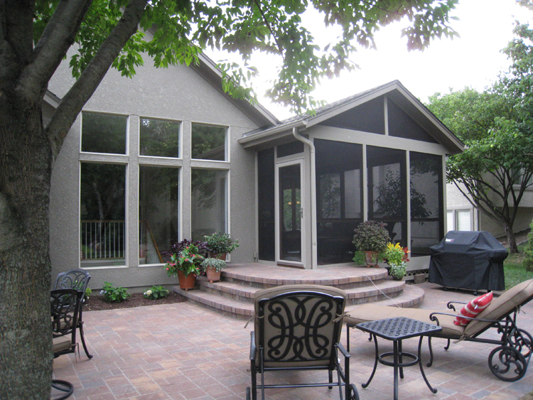 Overland Park Screened Porch Wth Paver Patio