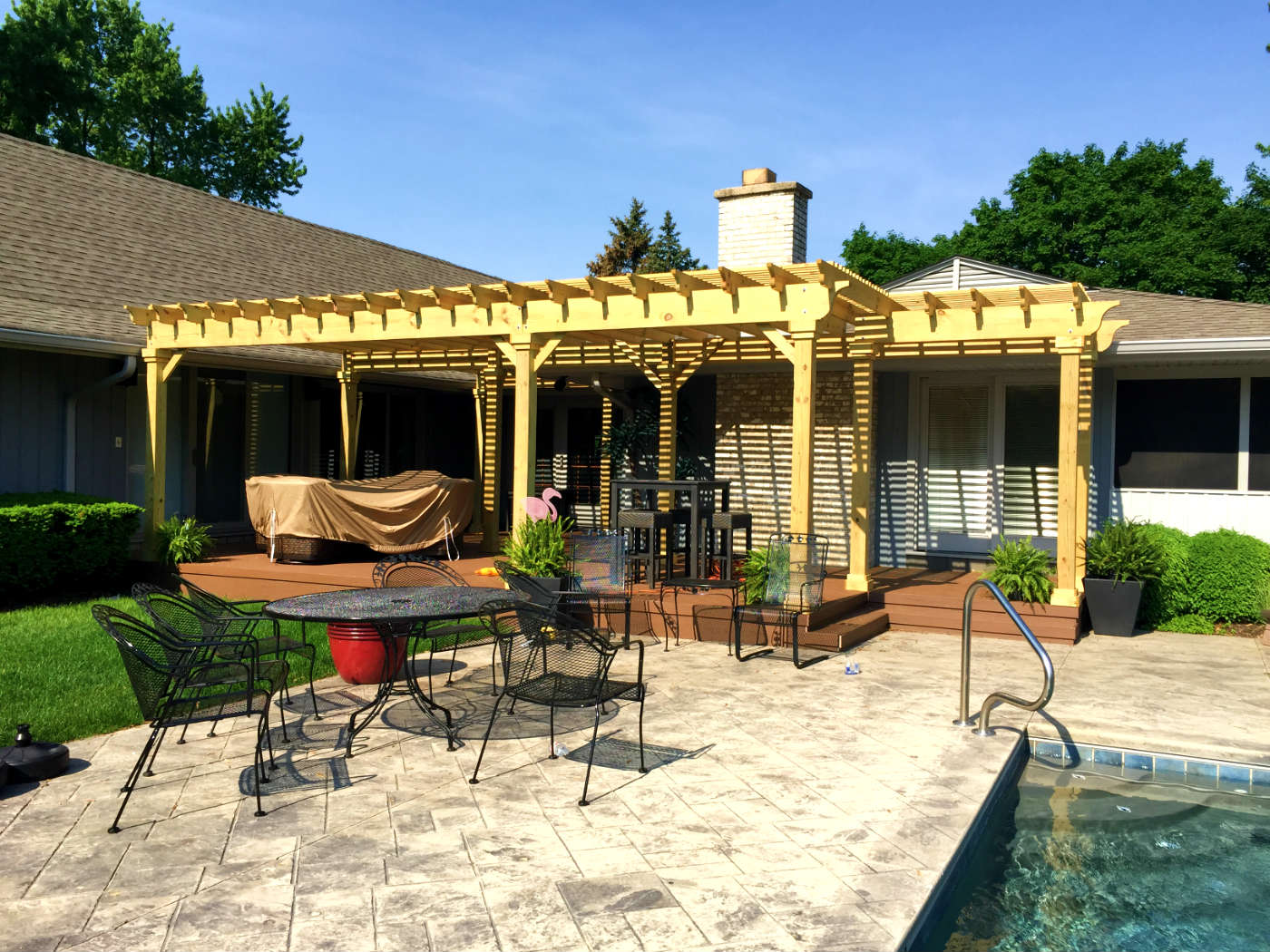 Top 4 things to consider when planning a poolside deck or for Cost of outdoor living space