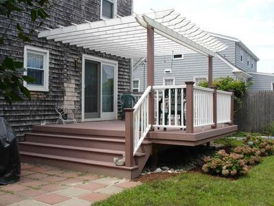 Pictured Here Is A Classic White Vinyl Shade Pergola Over Backyard Deck The Matches Rails And Balusters Yet Complements Beautiful