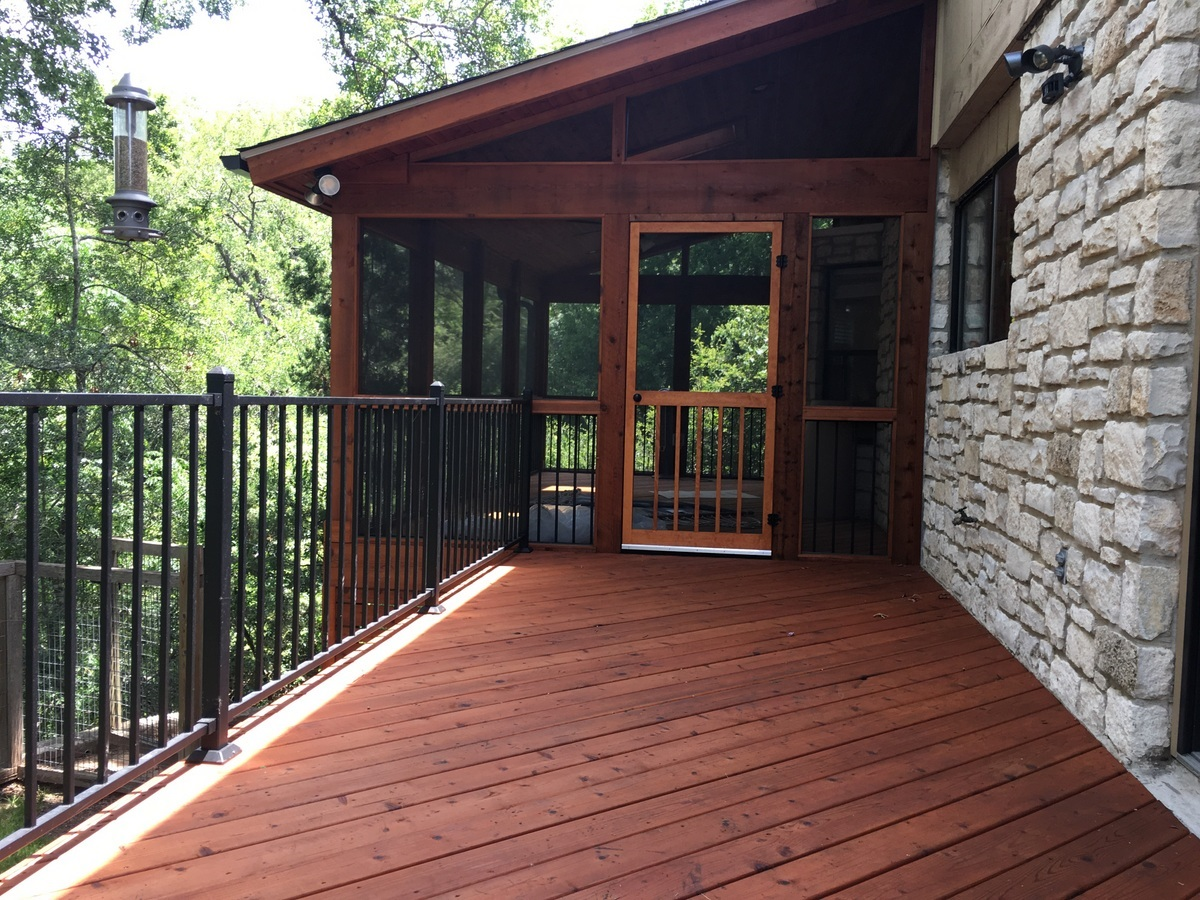 NW-Austin-cedar-screened-porch-and-deck-combination