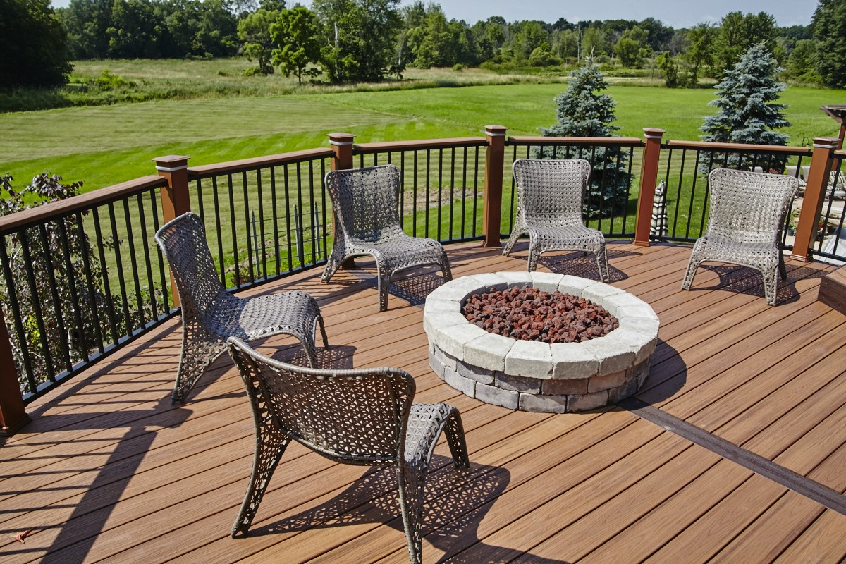 The-fire-pit-makes-the-perfect-gathering-spot-for-conversation
