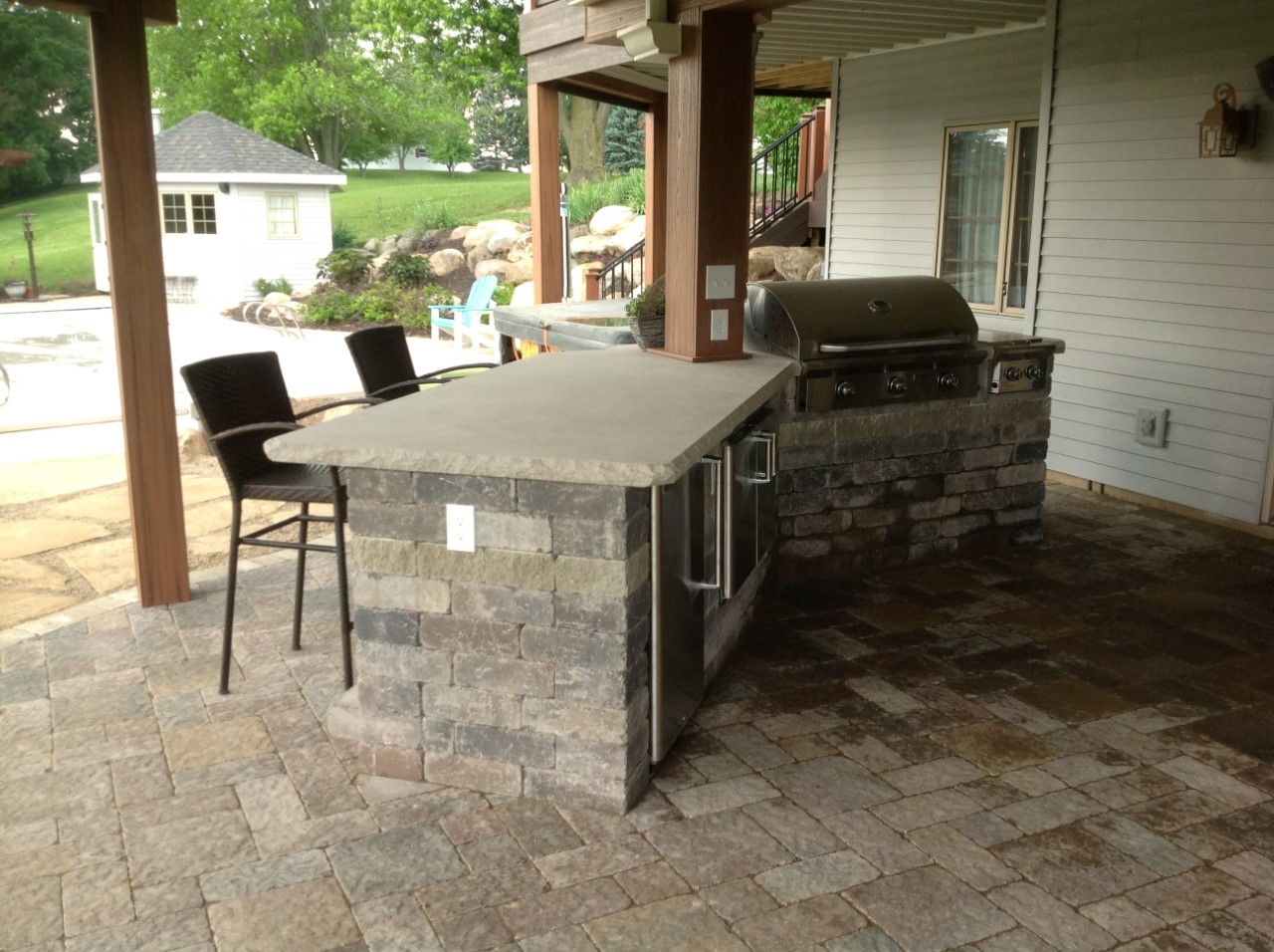 We-used-Belgard-Weston-wall-blocks-for-the-outdoor-kitchen