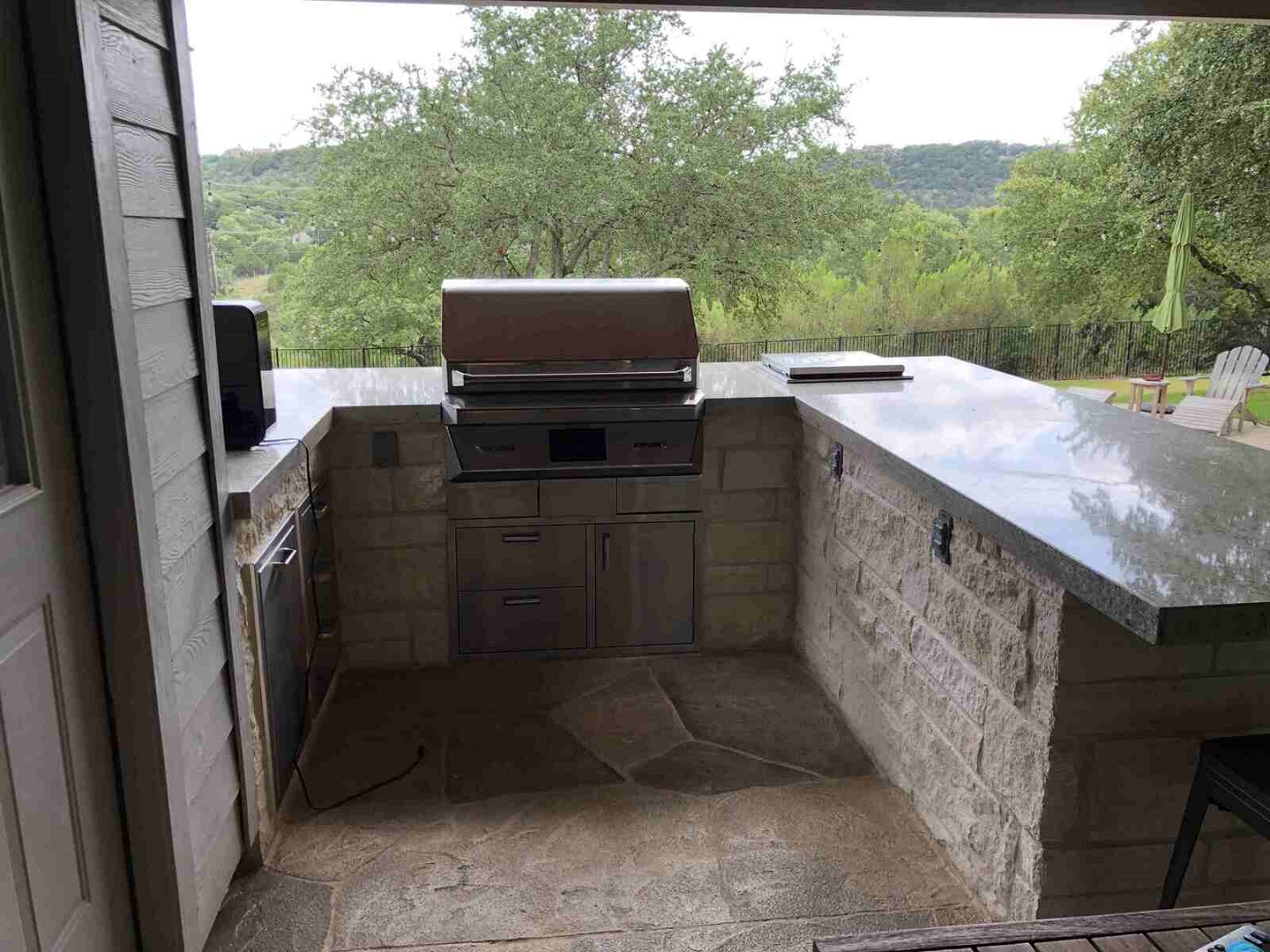 Fully-equipped-outdoor-kitchen-designed-right-into-the-covered-patio