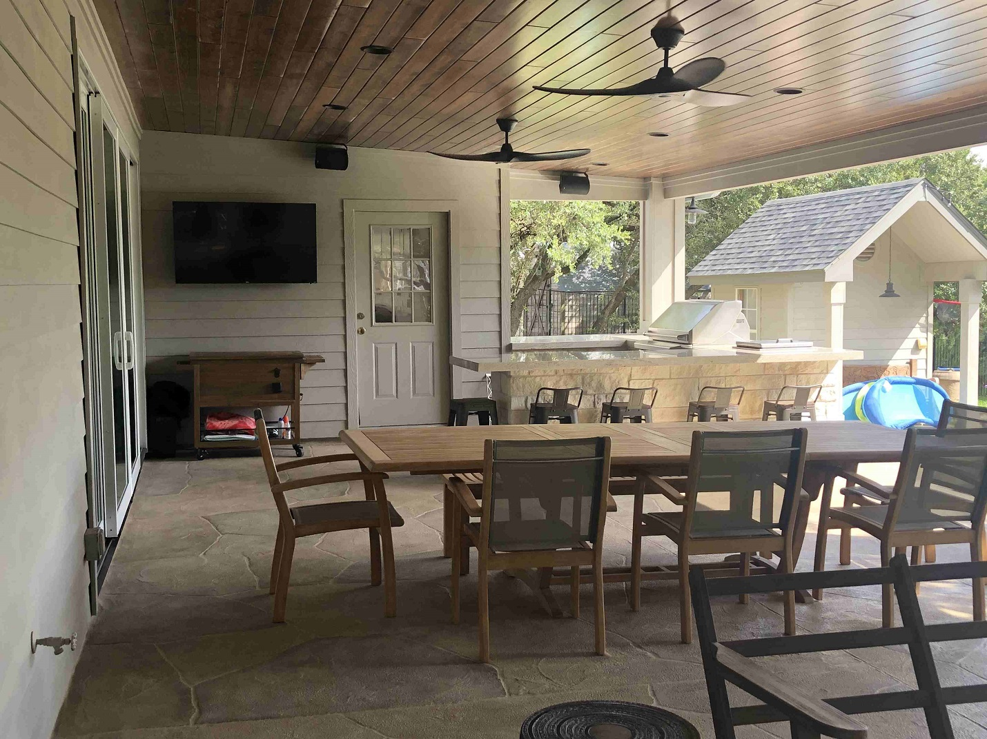Spacious-and-accompanying-new-covered-patio-space