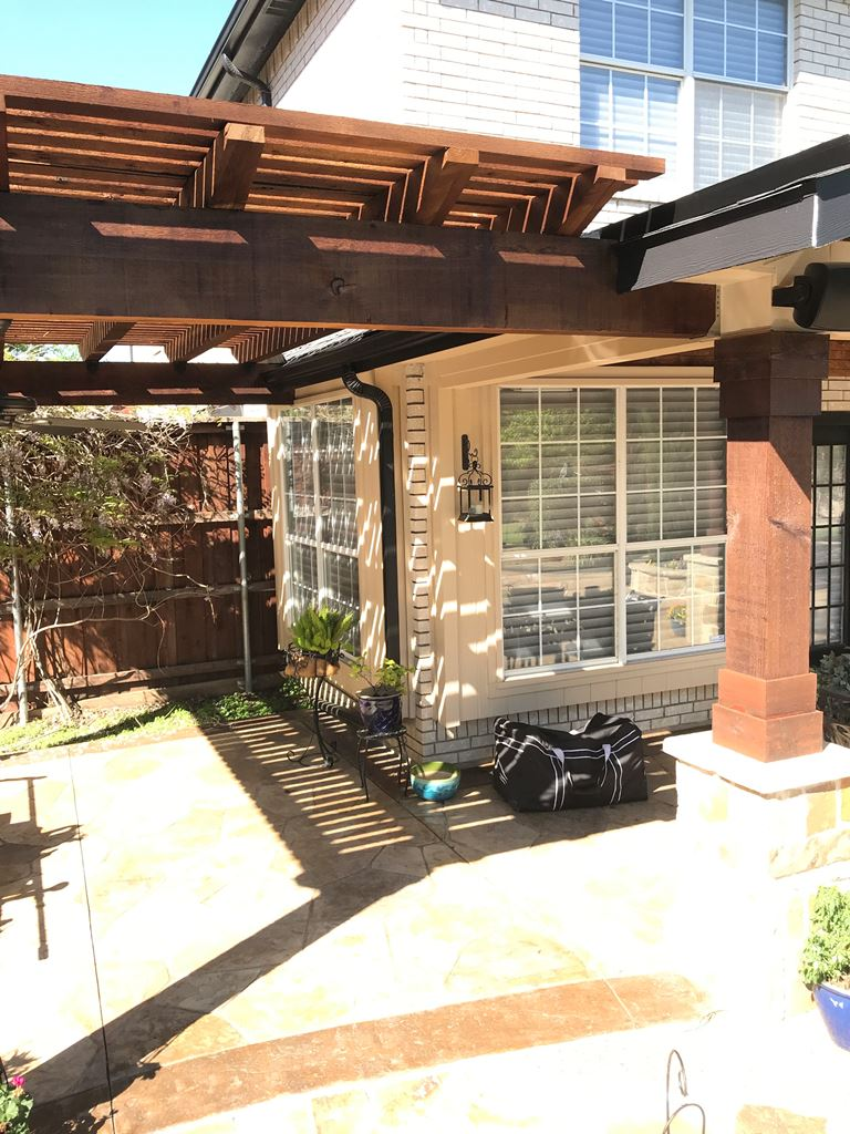The-pergola-serves-as-a-perfect-grilling-area