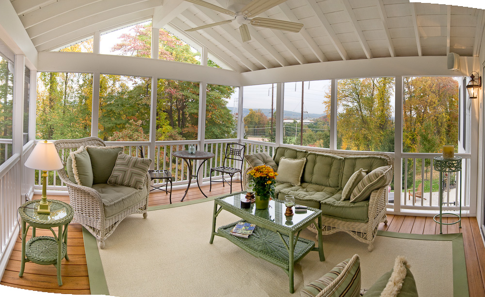 This-screened-porch-design-is-open-and-airy