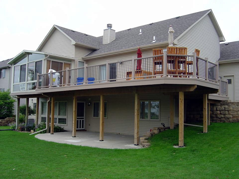 AZEK deck with aluminum picket deck rail