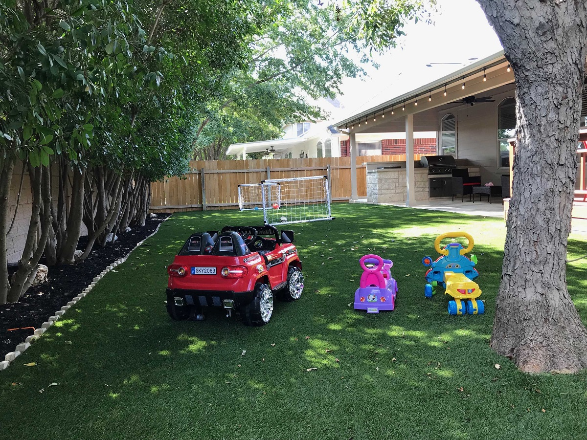 The-new-covered-patio-provides-a-protected-vantage-point-to-watch-the-kids-play