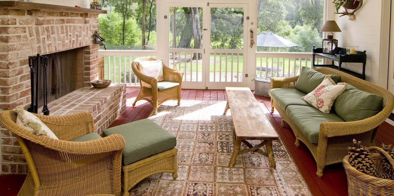 Cool-and-tranquil-screened-porch