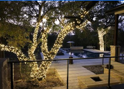 poolside-festive-lighting