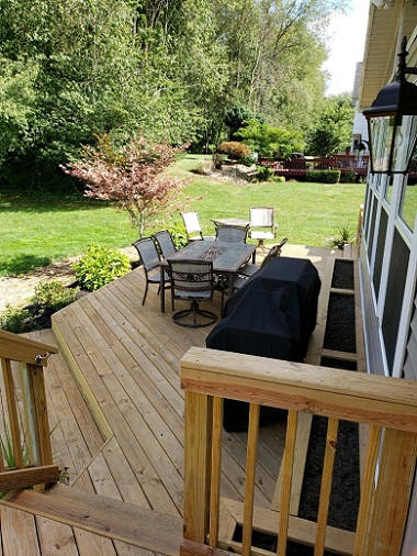 Bi-level-wooden-deck-with-3-season-room