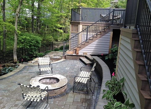 Westerville-deck-with-custom-commissioned-privacy-screen
