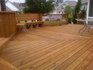 deck staining by Renew Crew of Charlotte