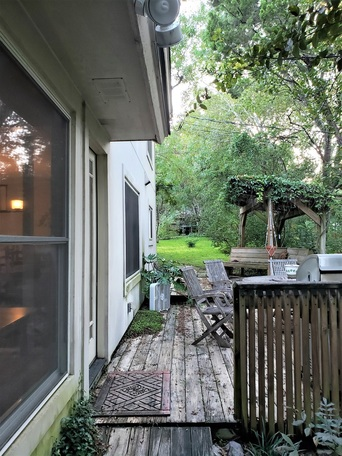 Existing-deck-before-Archadeck-of-Austin-began-the-new-project
