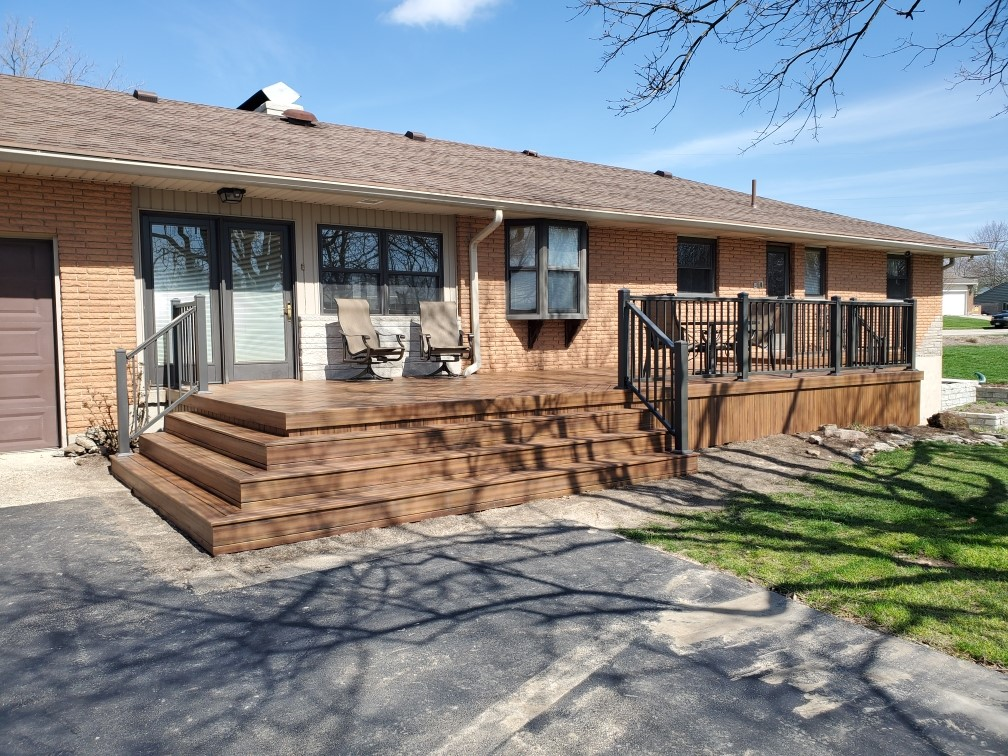 These-homeowners-in-Miamisburg-chose-to-redeck-with-Armadillo-low-maintenance-decking