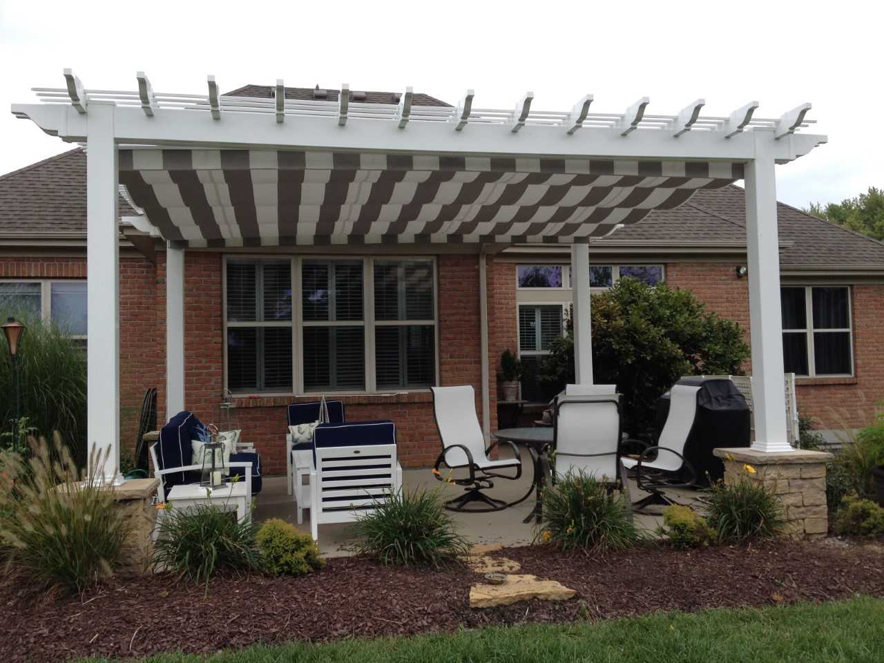 Low-maintenance-pergolaa-with-integrated-Shadetree-Canopies