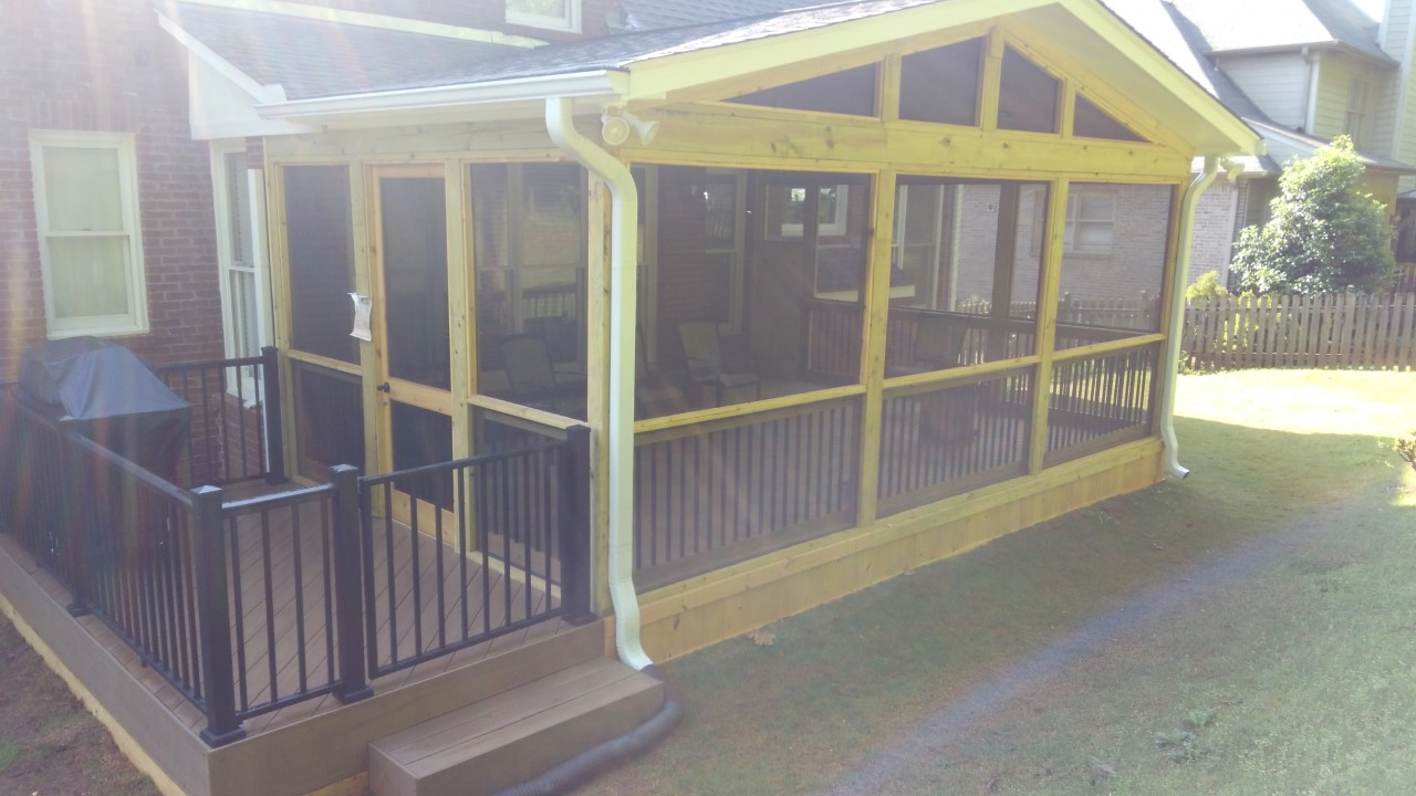 Lovely-low-to-grade-TimberTech-deck