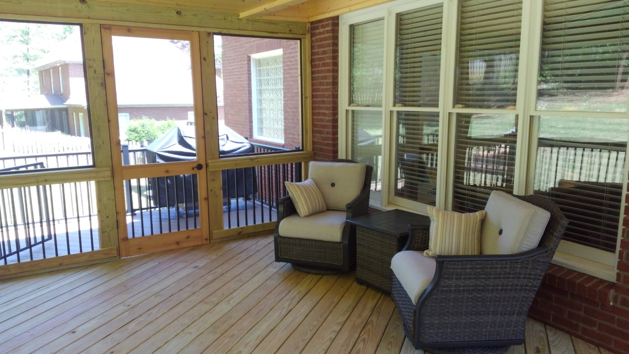 New-screened-porch-and-deck-combo-space-in-Hover's-Lake-Crest-neighborhood