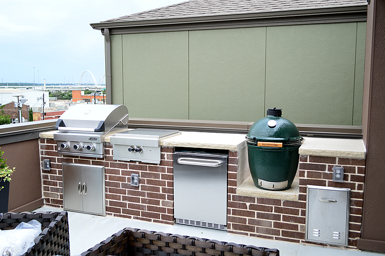 This Modern Dallas TX Rooftop Kitchen Takes Outdoor Living ... on Dfw Complete Outdoor Living id=80902