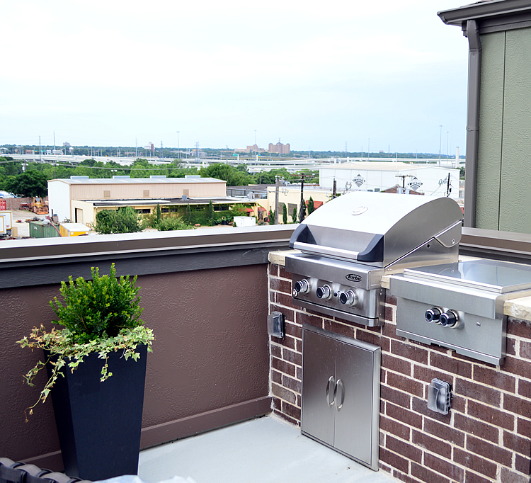 This Modern Dallas TX Rooftop Kitchen Takes Outdoor Living ...