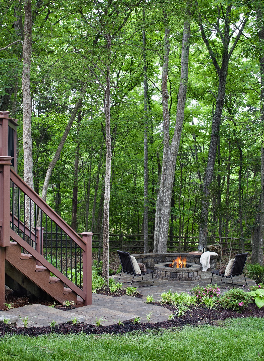 Paver-patio-with-custom-fire-pit-and-retaining-wall