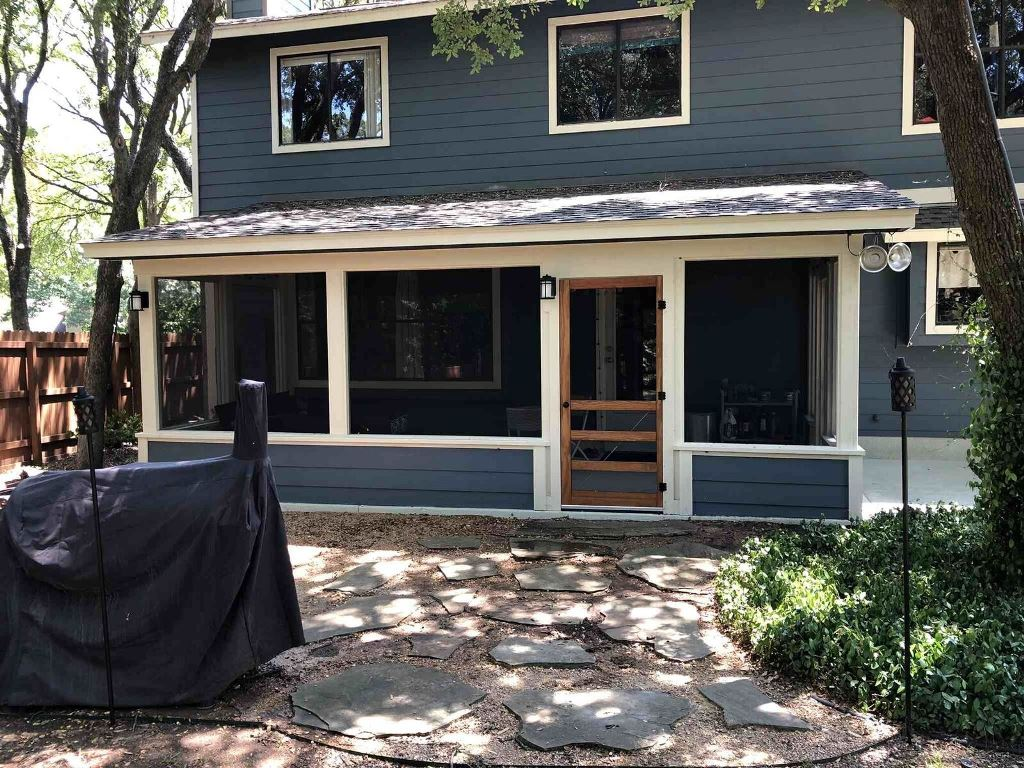 An-Austin-screened-porch-protects-from-Mother-Nature's-negative-elements