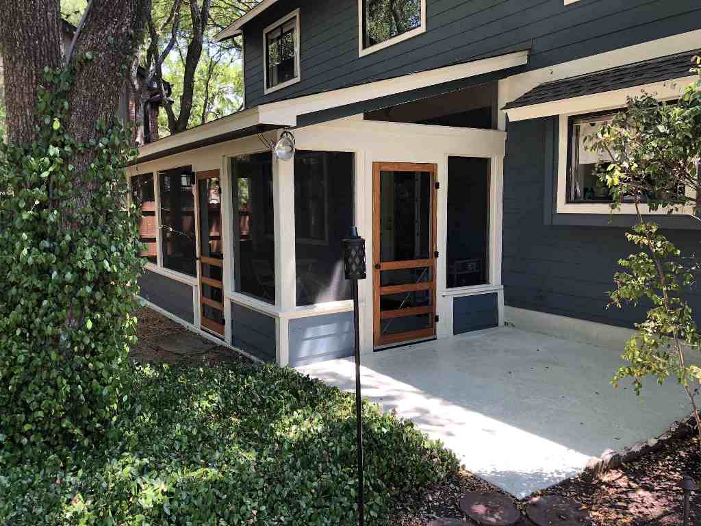 Charming-screened-porch-in-NW-Austin