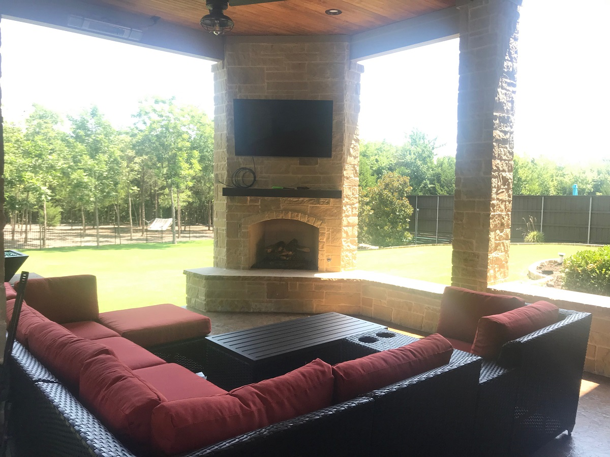this-outdoor-fireplace-is-the-perfect-gathering-spot