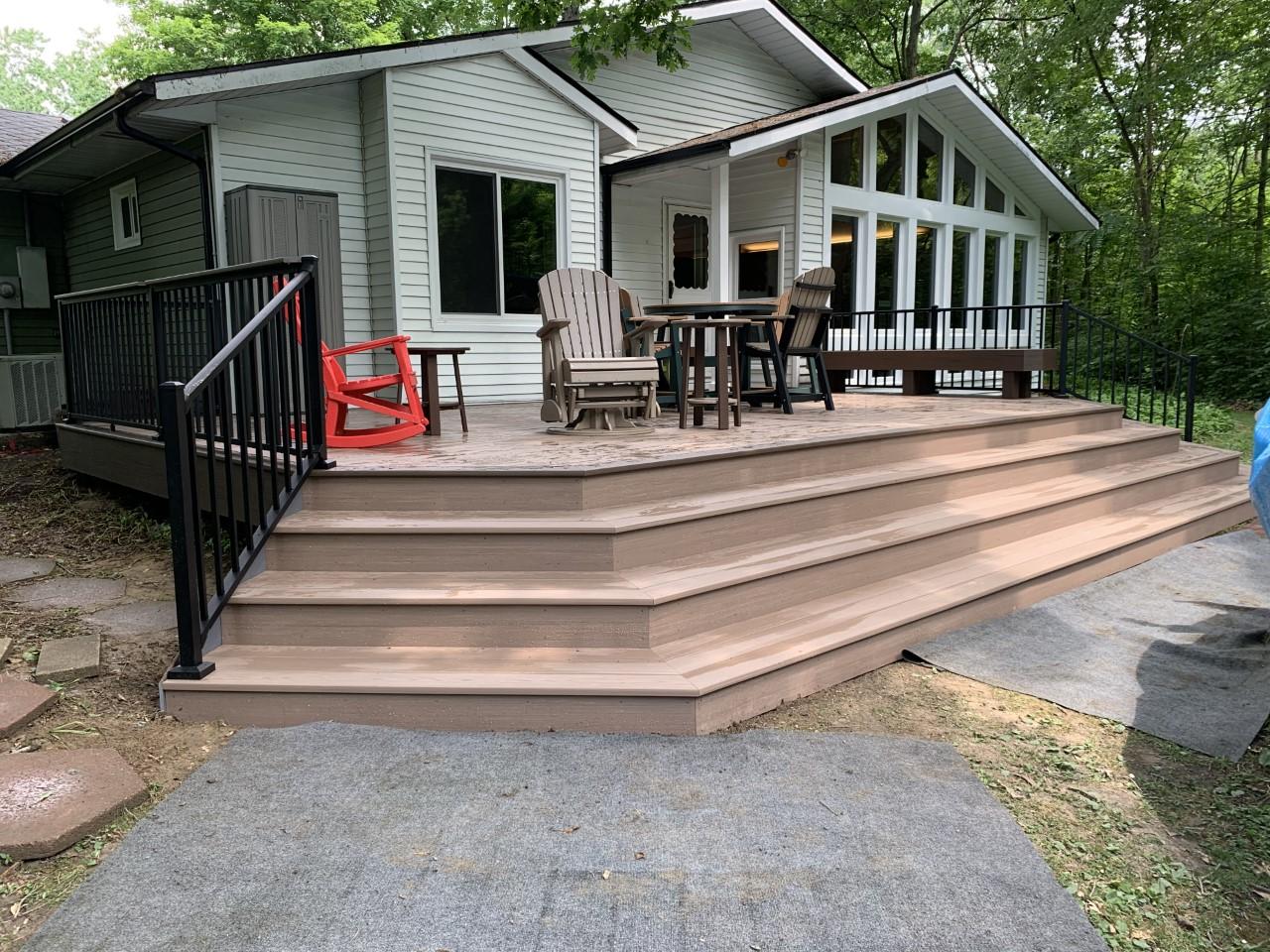 Stunning-new-AZEK-deck-addition-in-Fort-Wayne