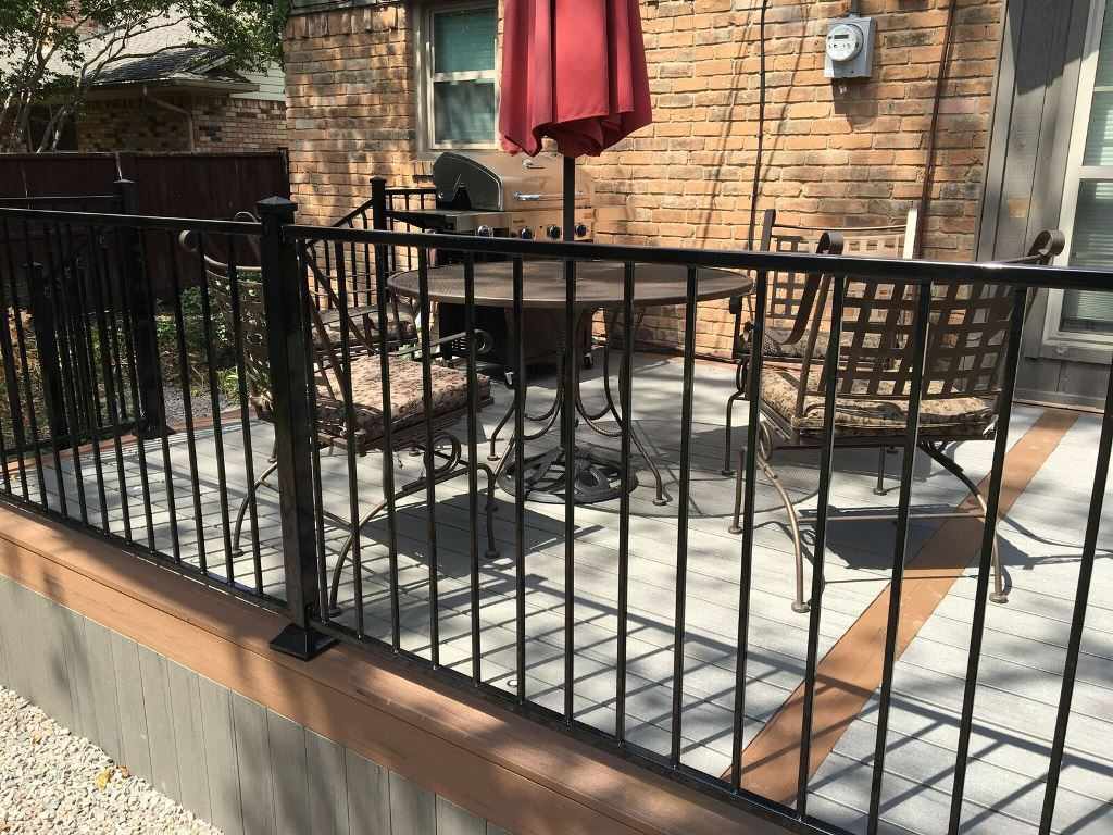The-black-iron-railing-is-the-perfect-compliment-to-the-decking