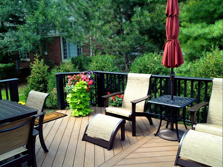 build your deck in the fall