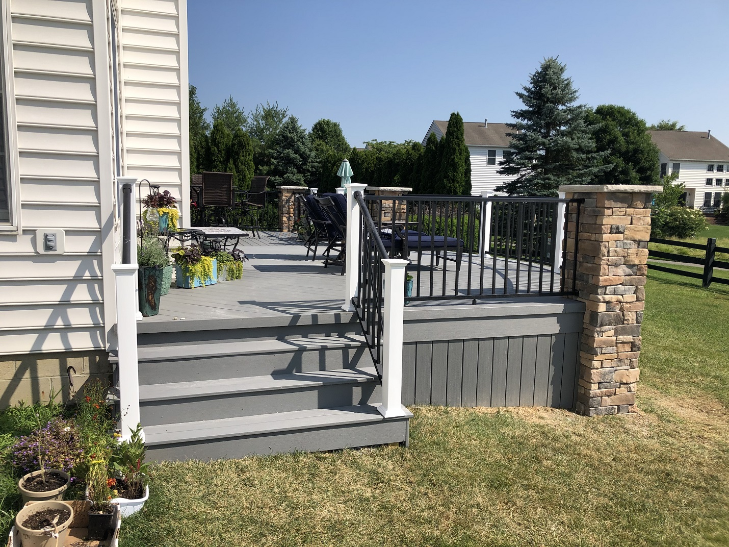 The-homeowners-love-their-amazing-new-deck