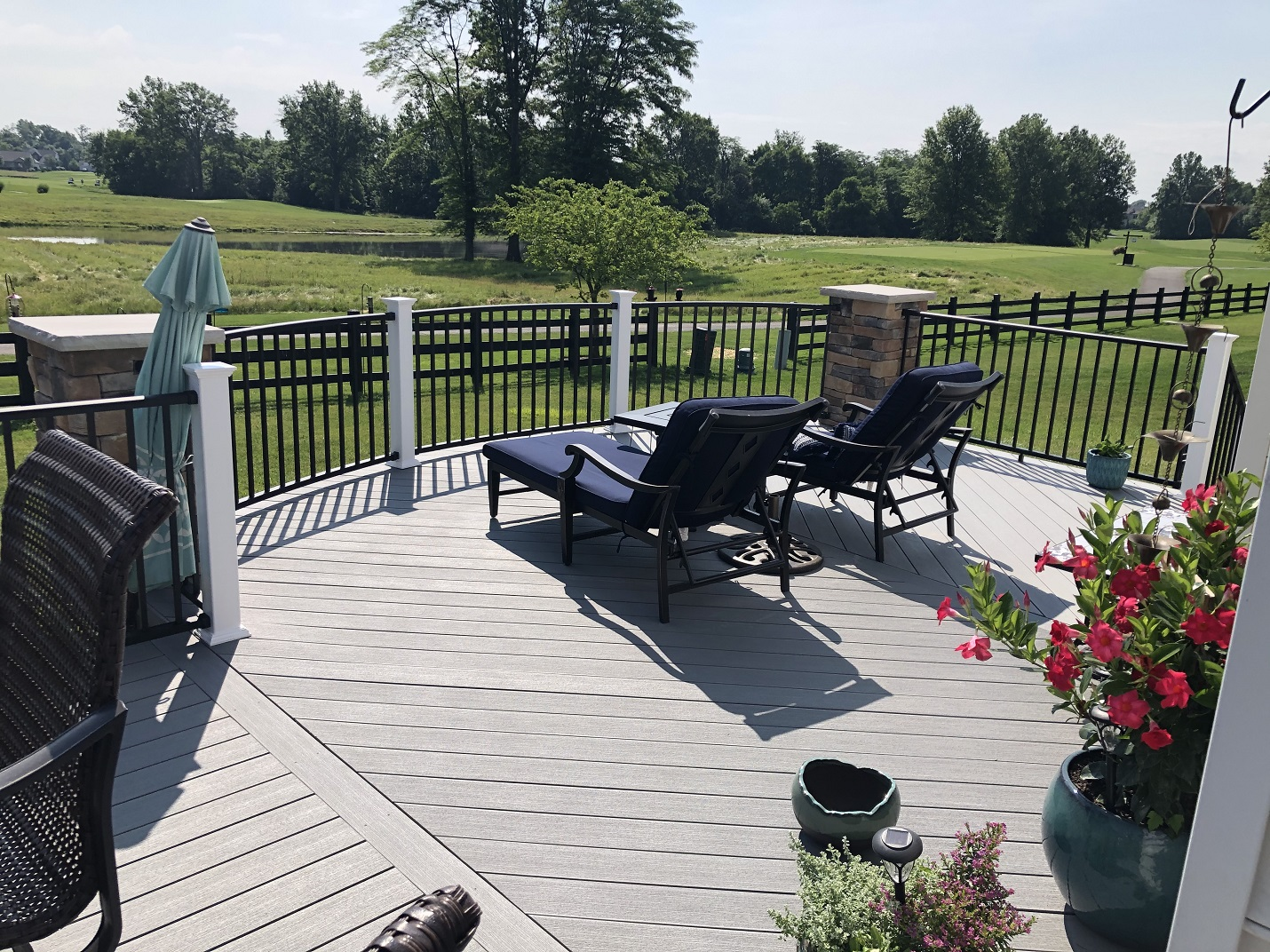 Curvilinear-deck-design-in-Powell-OH