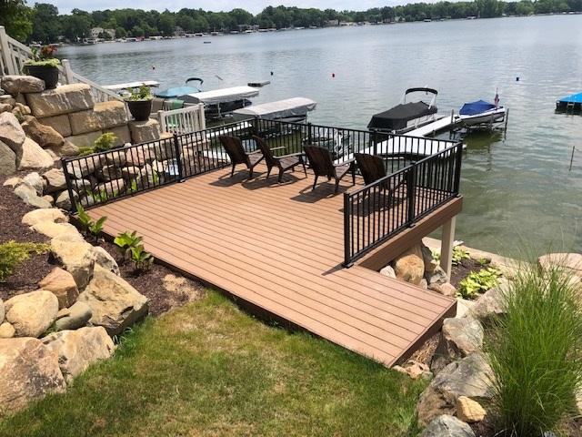Award-winning-lakeside-custom-deck