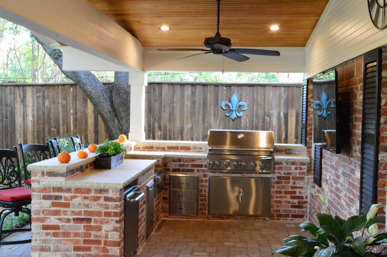Custom-outdoor-kitchen-in-Dallas