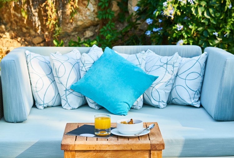 outdoor furnishings for screened porches