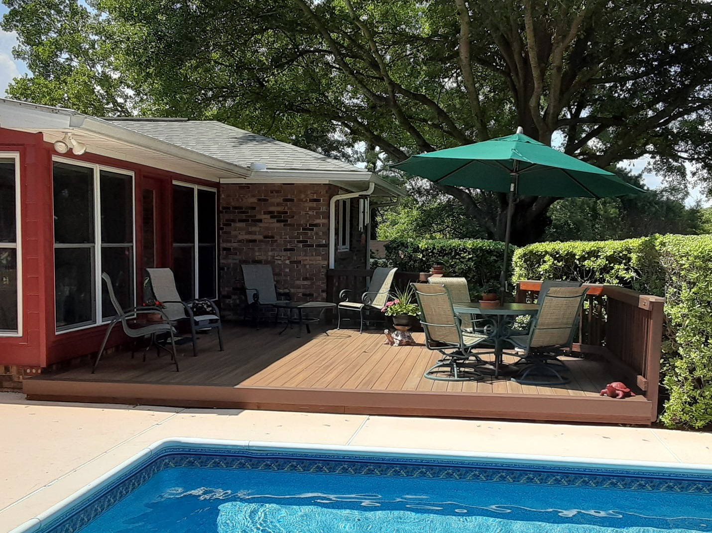 Fiberon-poolside-deck-in-Warner-Robins-GA