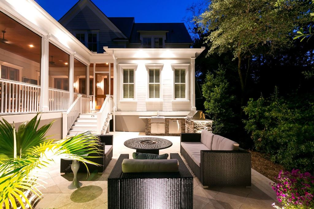 Professional-outdoor-lighting-placement-will-enable-a-more-enjoyable-outdoor-living-space