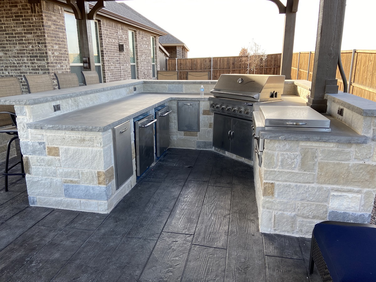 Look-at-this-delicious-outdoor-kitchen