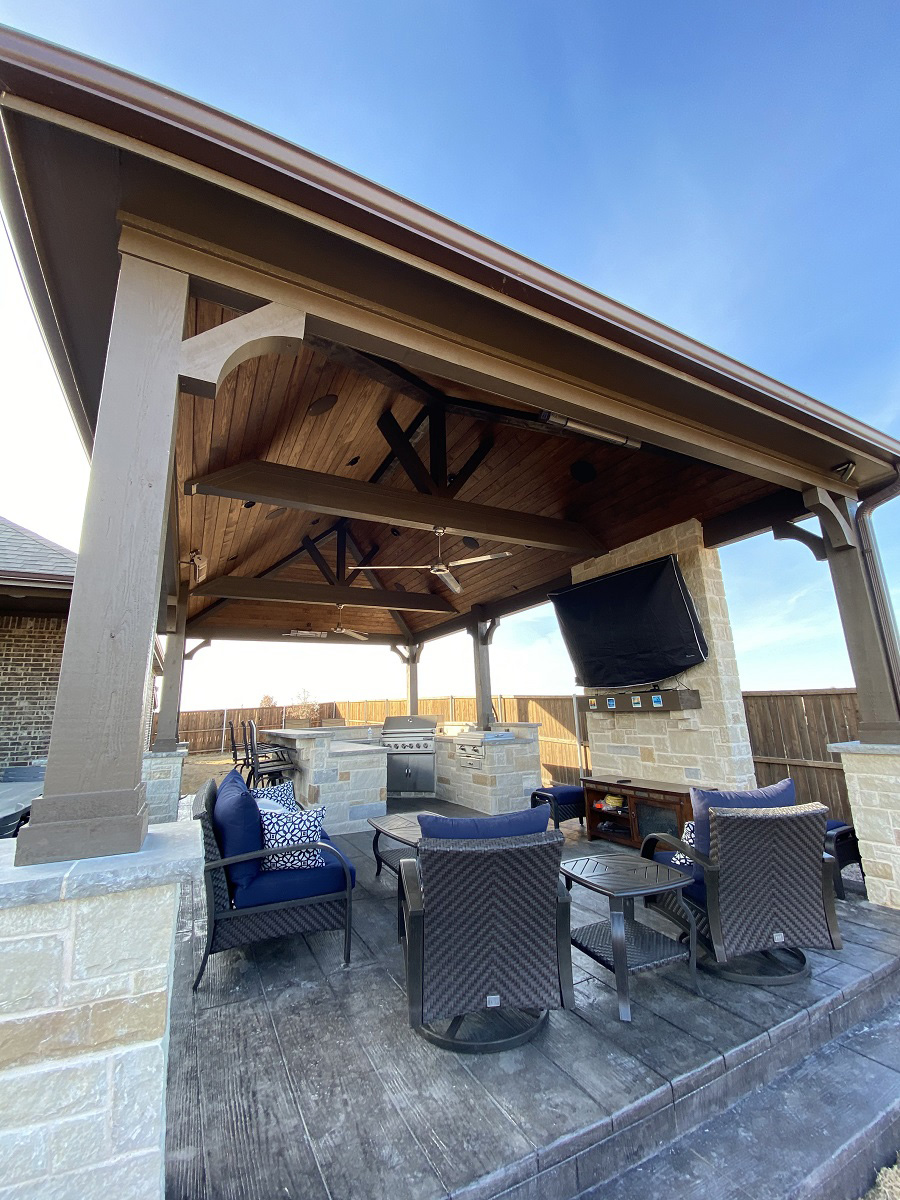 This-covered-patio-space-has-it-all