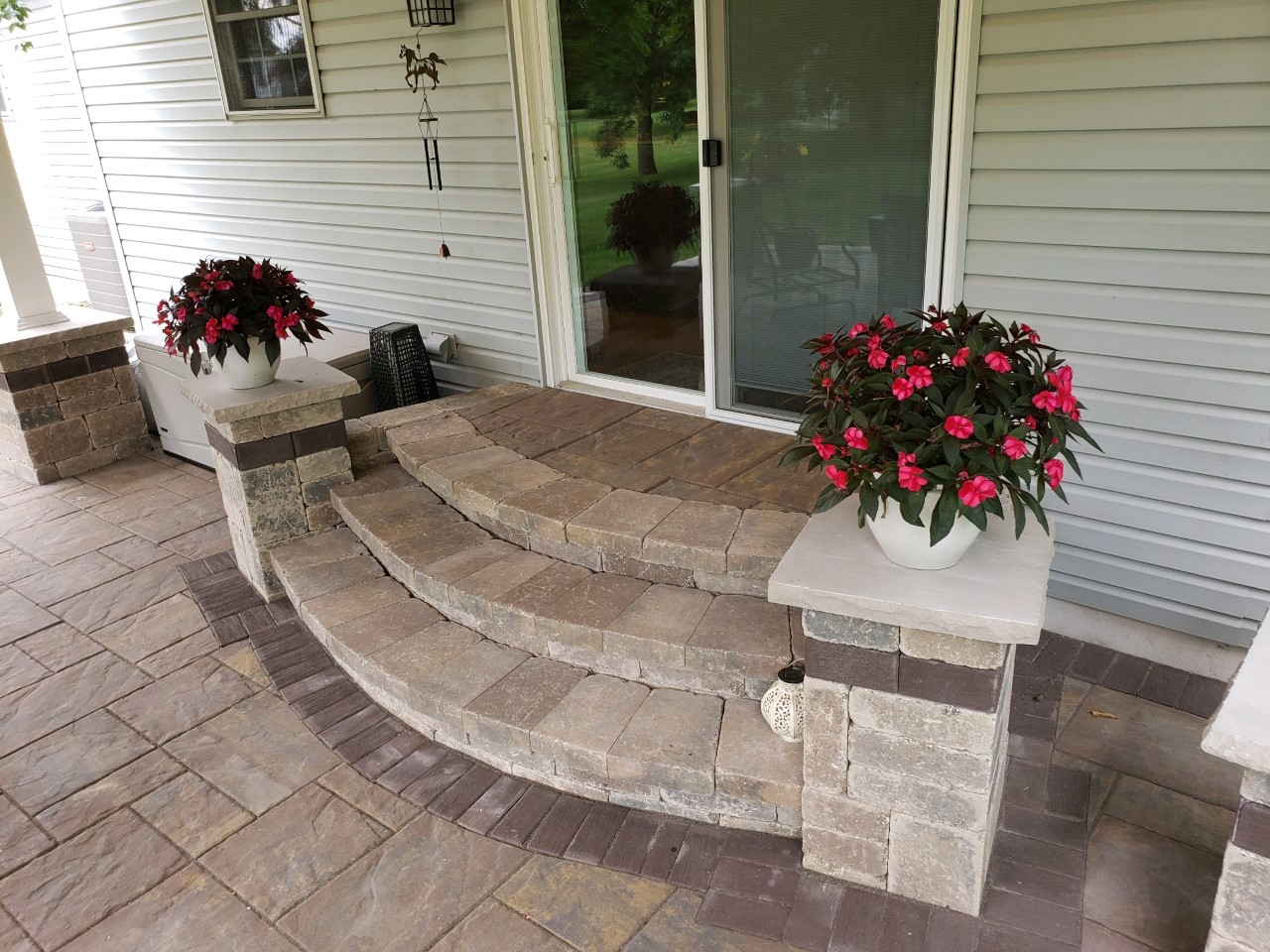 Beautiful-wide-curved-hardscape-steps-were-used-to-access-the-home-from-the-covered-patio