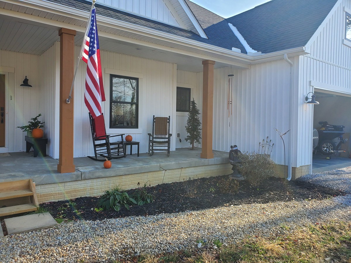 Front-porch-before-Archadeck-of-Columbus-added-the-custom-hardscapes