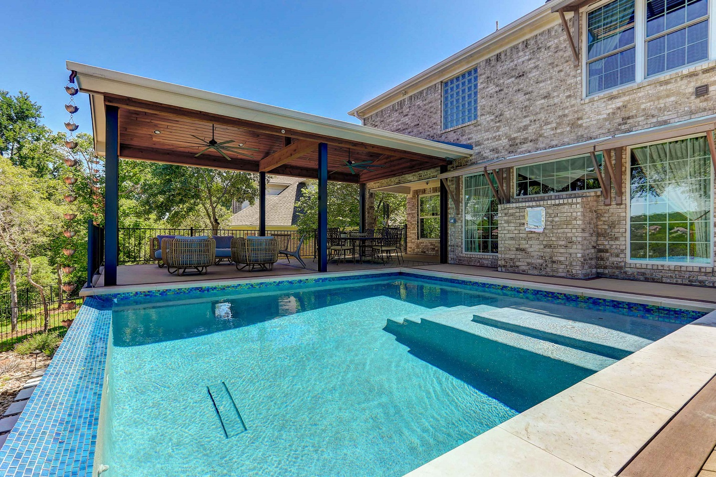 Poolside-paradise-in-NW-Austin