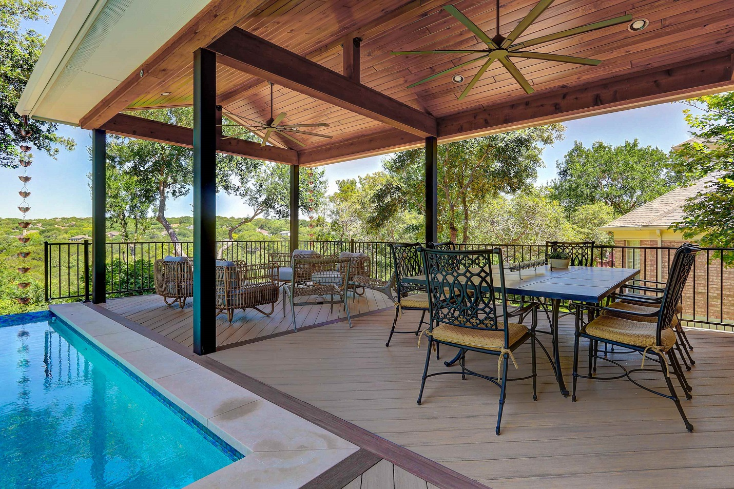 Deck-and-covered-porch-in-NW-Austin-TX
