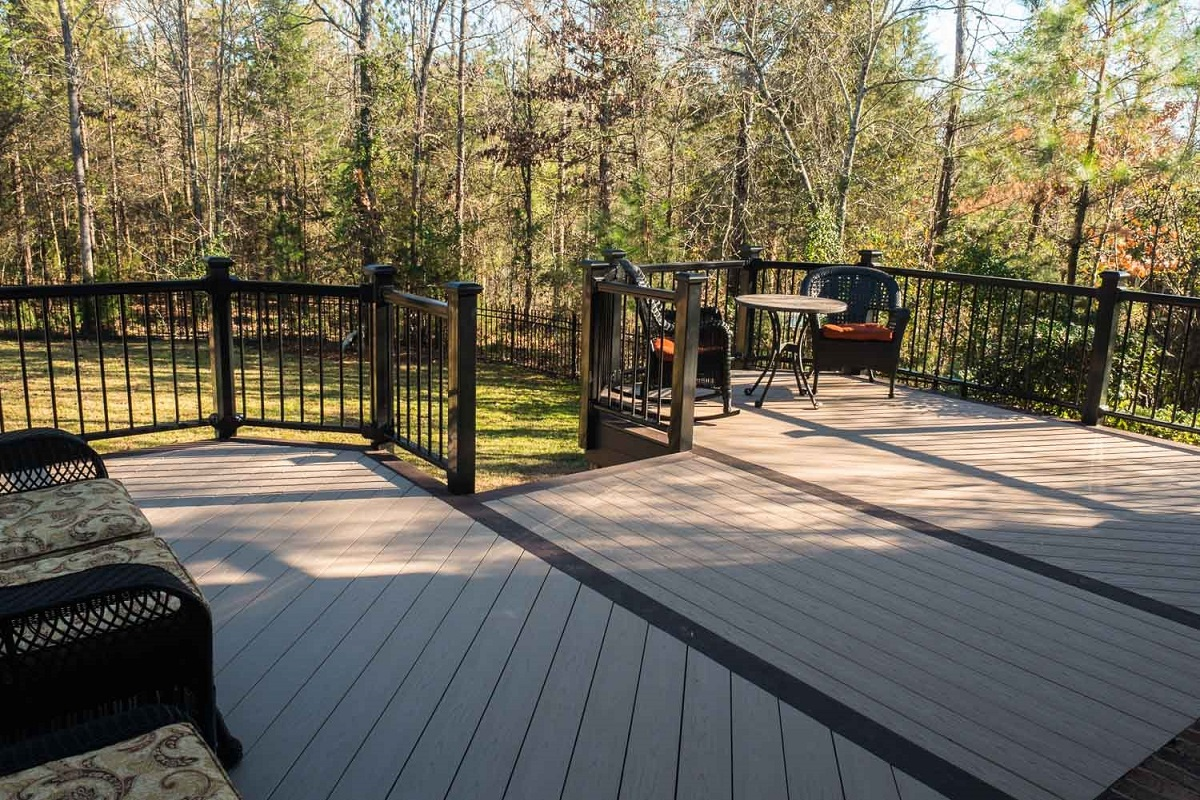 Composite-deck-addition-in-Chapin-SC